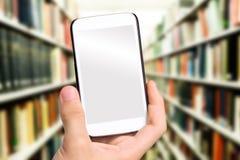 Mani che prendono la biblioteca della foto con lo smartphone Immagini Stock Libere da Diritti