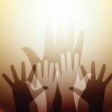 Mani che raggiungono per l'indicatore luminoso Fotografia Stock Libera da Diritti