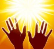 Mani che raggiungono per l'indicatore luminoso Fotografie Stock Libere da Diritti