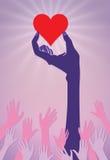 Mani che raggiungono per un cuore Immagine Stock