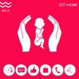 Mani che tengono bambino, simbolo di protezione royalty illustrazione gratis