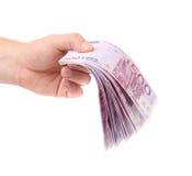 Mani che tengono 500 banconote degli euro Fotografia Stock Libera da Diritti