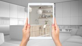 Mani che tengono compressa che mostra cucina bianca e di legno moderna, fondo in bianco totale di progetto, concetto aumentato di illustrazione di stock
