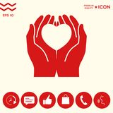 Mani che tengono cuore - simbolo di protezione Fotografie Stock Libere da Diritti