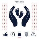 Mani che tengono il piede del bambino - simbolo di protezione Fotografia Stock Libera da Diritti