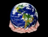 Mani che tengono la terra del pianeta Fotografia Stock Libera da Diritti
