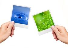 Mani che tengono le foto acqua e pianta della natura Immagini Stock Libere da Diritti