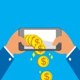 Mani che tengono Smart Phone e che ricevono le grandi monete Immagini Stock