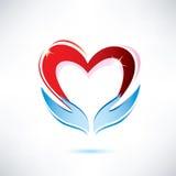 Mani che tengono un cuore Fotografie Stock