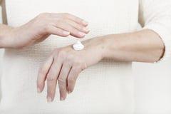 Mani con crema Immagine Stock Libera da Diritti