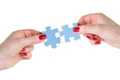 Mani con differenti parti del puzzle Fotografie Stock