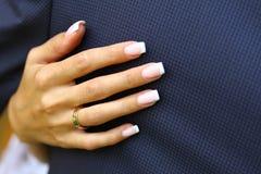 Mani con gli anelli fotografie stock