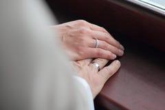 Mani con gli anelli Immagini Stock Libere da Diritti