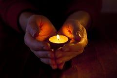 Mani con indicatore luminoso Fotografia Stock Libera da Diritti