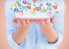 mani con le icone dell'applicazione (fondo arancio) Fotografia Stock