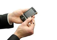Mani con lo smartphone Fotografie Stock Libere da Diritti