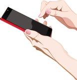 Mani con lo smartphone rosso Fotografia Stock