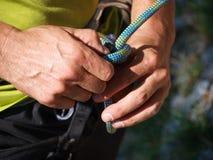 Mani, corda e nodo Fotografie Stock Libere da Diritti