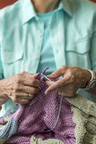 Mani Crocheting Fotografia Stock