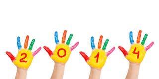 Mani dei bambini che formano numero 2014. Fotografie Stock Libere da Diritti