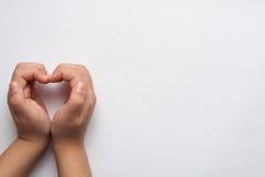 Mani dei bambini nella forma di cuore Fotografia Stock Libera da Diritti