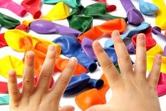 Mani del bambino. Immagini Stock