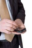 Mani del `s dell'uomo con lo smartphone Fotografie Stock Libere da Diritti