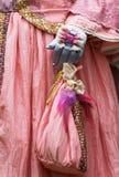 Mani del ` s delle donne in guanti Immagini Stock Libere da Diritti