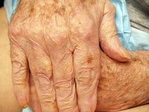 Mani dell'anziano Fotografia Stock