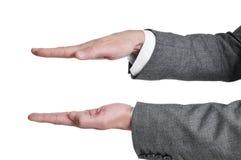 Mani dell'uomo che mostrano o che tengono qualcosa immagini stock