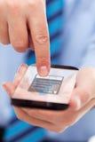 Mani dell'uomo d'affari con lo smartphone futuristico fotografie stock