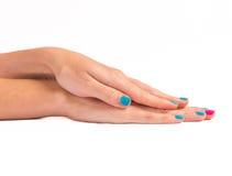 Mani della donna con il nuovo manicure Fotografie Stock