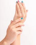 Mani della donna con il nuovo manicure Fotografia Stock Libera da Diritti