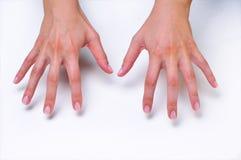 Mani della donna del primo piano che affrontano giù Fotografia Stock