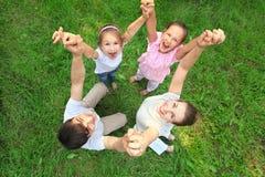 mani della famiglia che uniscono basamento Fotografia Stock