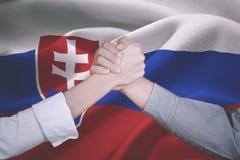 Mani della gente di affari con la bandiera della Slovacchia Fotografie Stock