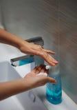 Mani della lavata Immagini Stock