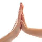 Mani della madre e del bambino Immagini Stock