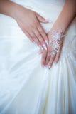 Mani della sposa Fotografia Stock