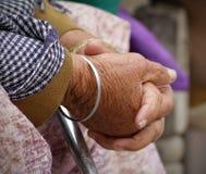 Mani delle anziane Immagine Stock Libera da Diritti