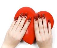 Mani delle donne con cuore Immagine Stock