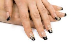 Mani delle donne con un manicure piacevole Fotografia Stock Libera da Diritti