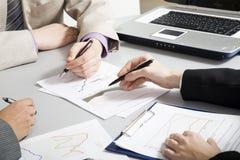 Mani di Businesspeople?s Fotografia Stock