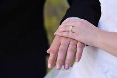 Mani di cerimonia nuziale Fotografia Stock Libera da Diritti