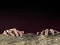 Mani di Clutchin sulla superficie della pietra Fotografia Stock Libera da Diritti