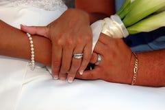 Mani di giorno delle nozze Immagine Stock