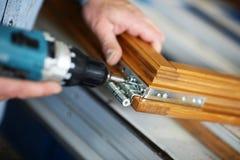 Mani di un carpentiere Immagini Stock Libere da Diritti