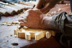 Mani di un carpentiere Fotografie Stock