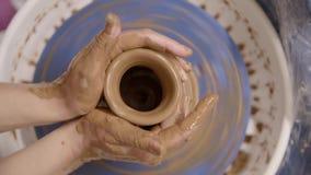 Mani di un vasaio video d archivio