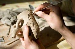 Mani di un vasaio che rende di ceramica Fotografia Stock